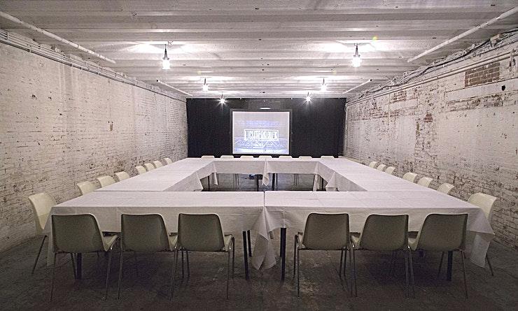 Accukamer **Ketelhuis van Light Factory is een van de beste evenementenlocaties buiten Amsterdam. Hier kan u een breed scala aan evenementen organiseren, gaande van private partijen tot zakelijke conferenties.*