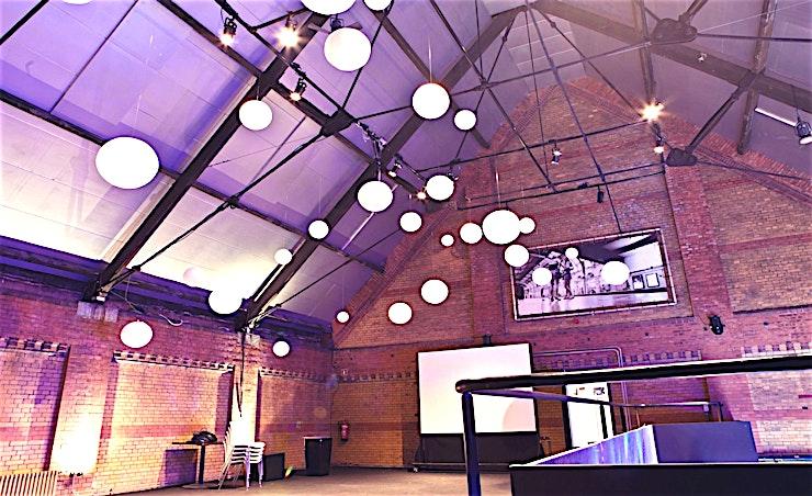 Vide **Accukamer is een fantastisch evenementenlocatie van Light Factory, net buiten Amsterdam. Deze locatie is perfect voor uw grote evenementen of bedrijfsfeesten.**  Light Factory is een voormalige gas-