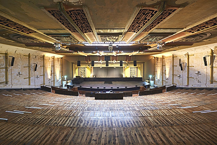 Theatre **EartH Hackney is a stunning theatre for hire in East London.**  The theatre has a capacity of 650 seats or 750 with a standing area. When the building was taken over, the Theatre hadn't been touch