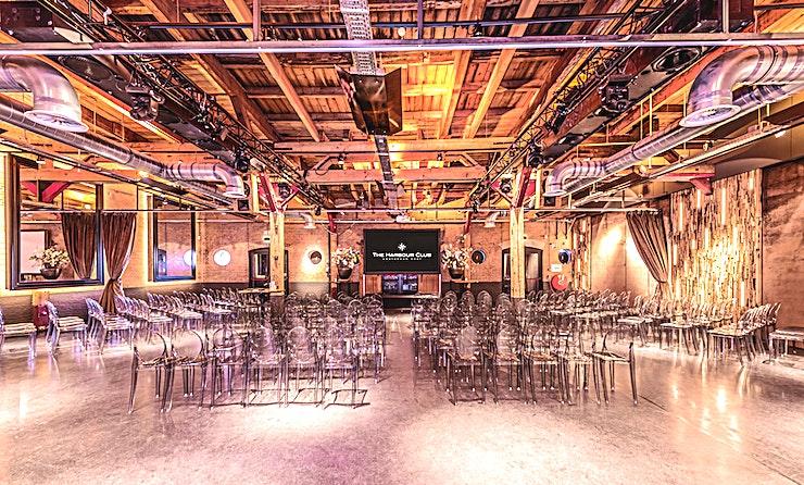 Whole Venue Hire **De Harbour Club Amsterdam Oost is een prachtige evenementenlocatie met een eclectische design elementen die een levendige setting vormen voor uw volgende private partij.**  Een in Amsterdam gevestigde unieke locatie met een internationale allure, buitengewone sfeer en uitstekend eten. Met een mix tussen Miami, Barcelona en de Côte d'Azur is Harbour Club Amsterdam Oost in een oude wijn terminal een uistekende keuze. U zult versteld staan van de immense ruimte, het uitstekend vormgegeven interieur, het zes meter lange scherm, de ultieme smaaksensaties en het ruime terras. De Harbour Club Amsterdam Oost ligt op 5 minuten rijden van 'de Ring' en is voorzien van een parkeerplaats en een ligplaats locatie voor boten.