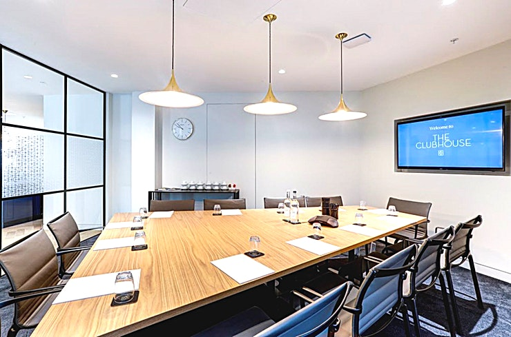 The Boardroom **This is The Boardroom at The Clubhouse, Holborn Circus - the best option for meeting room hire in London for when you have lots of important decisions to make.**   This high-specification boardroom can seat up to 12 Guests and is perfect for formal board meetings or private dining.   The room features large HD screens, audio-conferencing, StarLeaf video-conferencing and unique pieces of contemporary art.