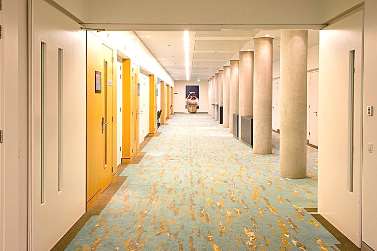 Bristol 1 &2  **Bristol 1 & 2 van DoubleTree by Hilton Amsterdam Centraal Station kunnen gecombineerd worden voor een grotere en efficiëntere ruimte. Deze ruimte kan maximaal 80 gasten bedienen in theateropstelling