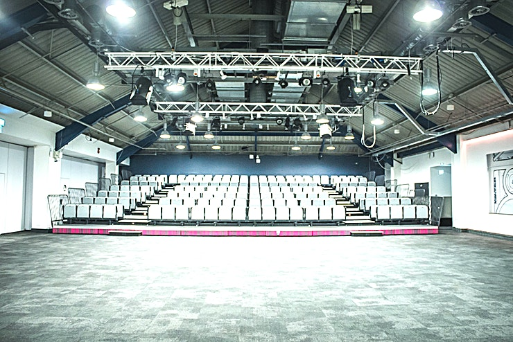 Auditorium **Welcome to the Auditorium at the Business Design Centre - the best option for conference venue hire in London,**   This space offers 388 sqm, seating up to 500 theatre style with 262 people on our tiered seating and the remaining chairs laid on the flat floor or 224 cabarets. The area has a ceiling rig where lights and projectors can be flown from (a 32amp 3phase power source is required to operate this). It also has full black-out facilities.
