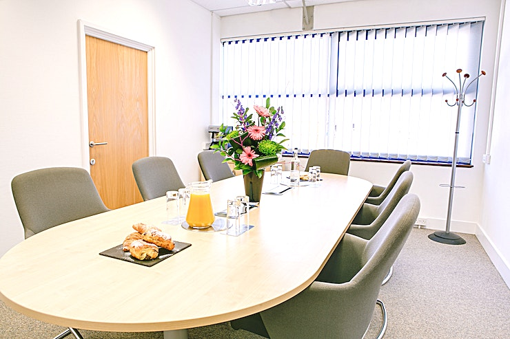 King Henry **King Henry is a modern meeting room for hire in Kings Langley.**
