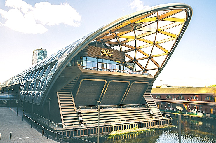 Whole Venue **Giant Robot is an epic eating and drinking rooftopia in the heart of Canary Wharf.**   Sitting at the east end of London's biggest roof garden, the 700 capacity, indoor venue is complete with four