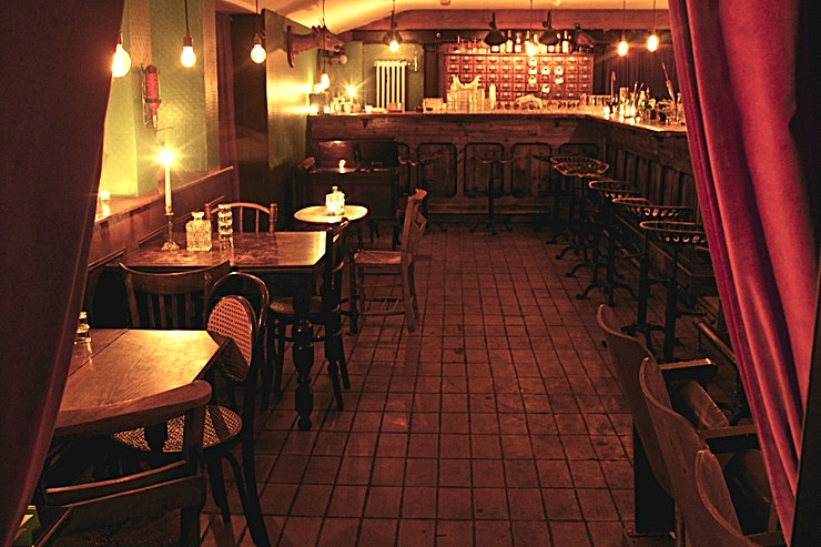 Venue Hire **Evans and Peel Detective Agency is a unique party venue for hire in South Kensington.**  A speakeasy basement bar with loads of character. Bar area (25 people), main dining room (65 people), priva