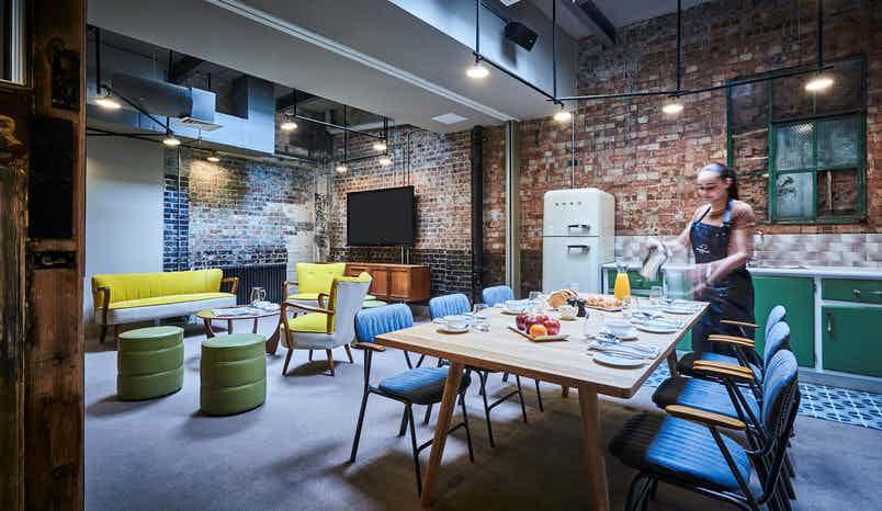 Lounge & Kitchen, New Road Hotel