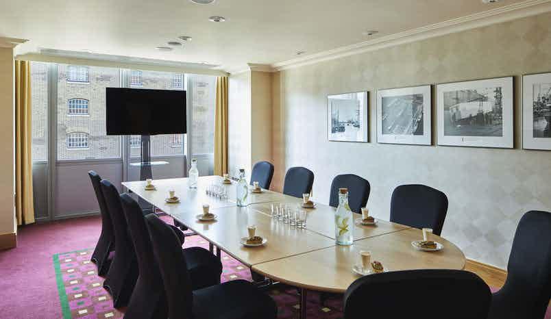 Ebony Room, London Marriott Hotel Canary Wharf