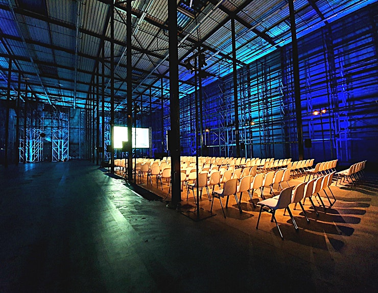 Distributiecentrum **Distributiecentrum is een unieke ruimte waar u een onvergetelijke bijeenkomst of conferentie in de Van Nelle Fabriek kan hosten.**  Van TED Talks om voedsel vrachtwagens. Van intiem diner tot bedr