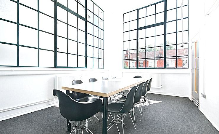 Dial **Hire the meeting room at Parkhall Business Centre for one of the best meeting rooms London has to offer couresy of Workspace.**   This bright, airy and impeccably presented meeting space in West D