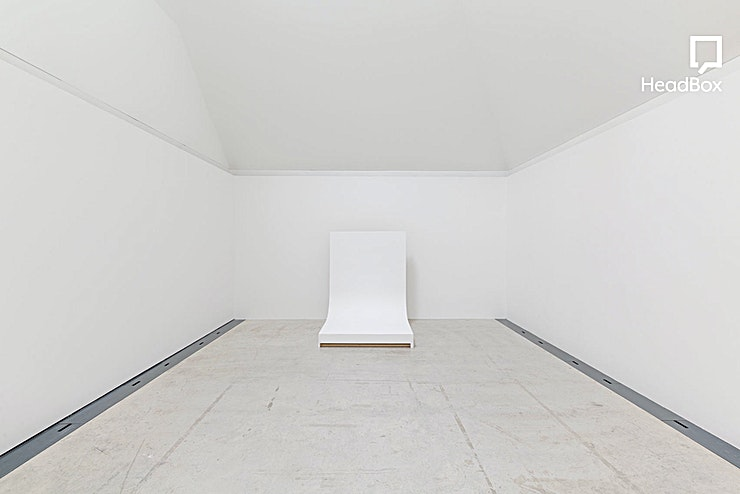 Evening Hire, Studio 2 This spacious studio offers over 350 sq ft of daylight / blackout workspace and complete privacy with just a single entrance. This space is ideal of still-life shoots or smaller modelling projects. Th