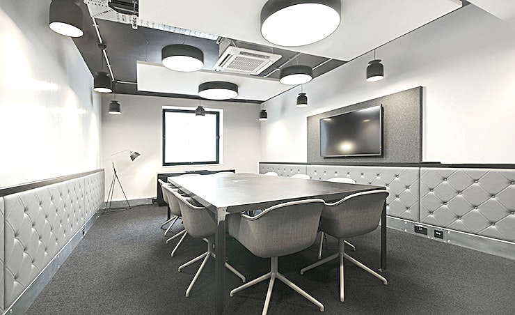 Scholar **Stylish minimal interiors grace this meeting, which is suitable for up to 10 people.**  The room is ideally suited to client meetings, pitch presentations or dedicated team collaboration, and features an LED screen with audio-visual equipment and plug and play technology, high-speed Wi-Fi and a writable wall.  There is no on-site cafe at this location, but the fantastic selection of nearby coffee shops will make sure you don't go thirsty.