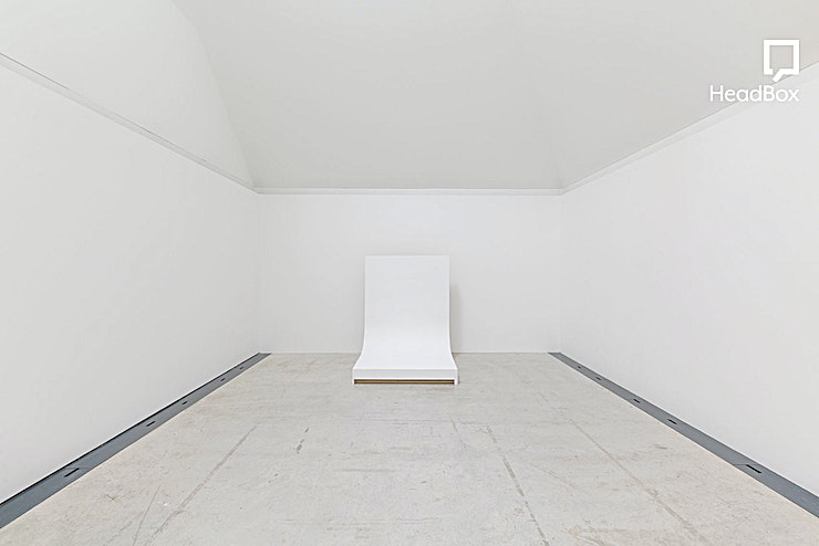 Afternoon Hire, Studio 2 **This spacious studio offers over 350 sq ft of daylight / blackout workspace and complete privacy with just a single entrance.**   This space is ideal of still-life shoots or smaller modelling proj