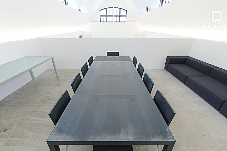 Evening Hire, Studio 1 A magnificent 1,600 Sq Ft studios available for drinks canopes/receptions, workshops, meetings, co-creation events and more. Features an infinity cove, elevated meeting area, dressing room and make up